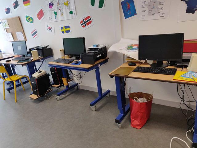 Les nouveaux ordinateurs dans la salle de classe de l'IEM de l'Estran.