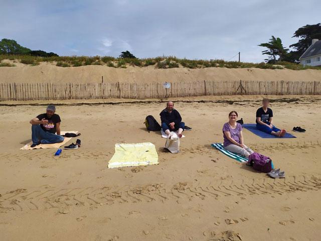 Les usagers du SAVS en sortie à la plage