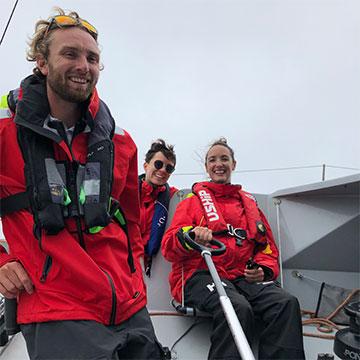 Sorties en mer pour les professionnels de l'IEM de l'Estran et les aidants avec le skipper Luke Berry.